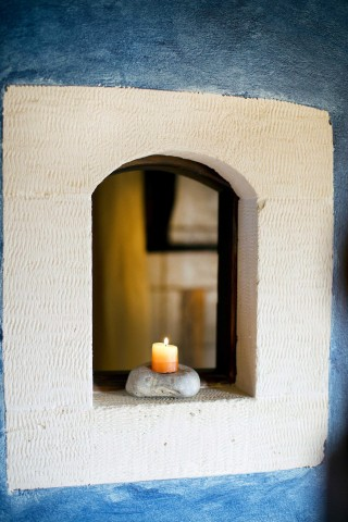 chania-samonas-house-candle