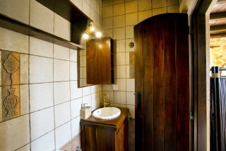 mantzourana-villa-bathroom