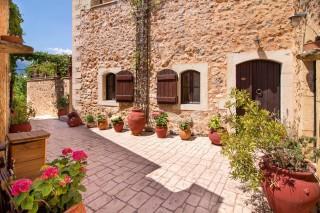 Faskomilia-villa-entrance-stone