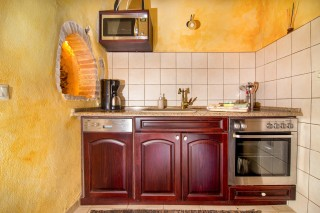 Faskomilia-built-in-kitchen