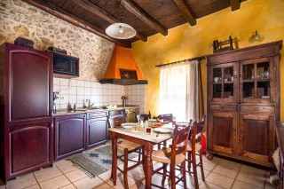 orange-villa-kitchen
