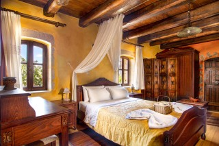 orange-villa-bedroom