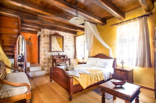 orange-home-diktamos-bedroom